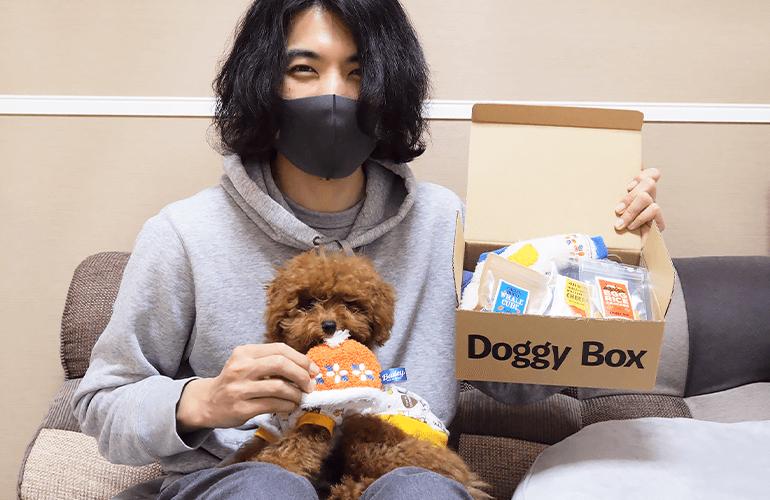 はじめてのDoggyBox!見たことのないおもちゃやおやつに子犬の興奮が止まらない!【ドギーボックス1月号】